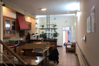 Cho thuê nhà ngõ ô tô phố Lê Thanh Nghị, 90m2 x 2 tầng