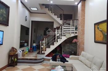 Chính chủ cho thuê nhà 50m2 x 5 tầng ngõ phố Nguyên Hồng. Giá RẺ 20tr CC: 0983 262 899
