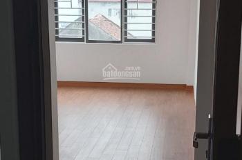 Bán nhà 4 tầng 1 tum tổ 14 Thạch Bàn 1 phòng khách , 1 bếp , 3 phòng ngủ khép kín.