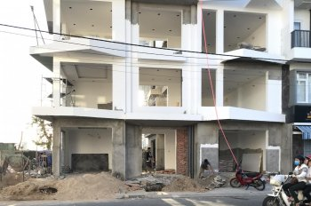 Cho thuê căn góc(204,4m2) - 3 mặt tiền đường lớn 20m trung tâm phố NT