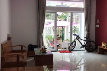 Cần cho thuê nhà Vũ Xuân Thiều, Nha Trang giá rẻ. DT 200m2, nhà đẹp, có sân trồng hoa