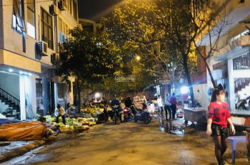 Bán gấp lô góc 50m2, 6,15 tỷ ngã 4 mặt chợ Xa La, Hà Đông, kinh doanh buôn bán sầm uất. 0399491986