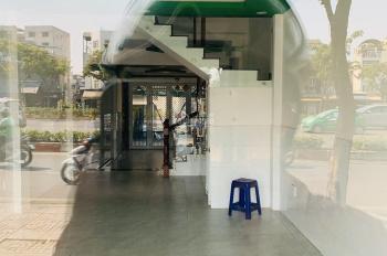 Cho thuê nhà mặt tiền Phạm Văn Đồng 5x20m 1T 2L giá 40 triệu/tháng LH: 0908360231