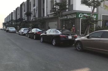Cần bán 120m2 shophouse Centa City đang cho thuê 15tr/tháng. Liên hệ: 0987522677
