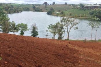 Nhà cần tiền cần bán gấp 2 lô đất view hồ, mặt tiền đường nhà nước
