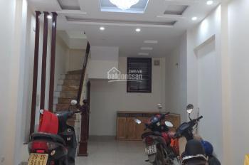 Cho thuê nhà phố Hoa Bằng, DT 80m2 * 3,5 tấng, MT 4,5m