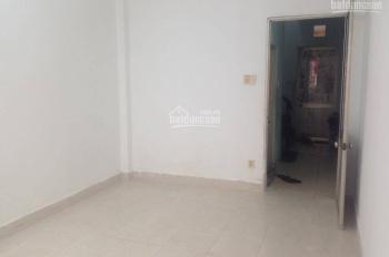 Phòng trọ 15m2 lý tưởng cho SV, NVVP, có cửa sổ, WC chung sạch sẽ. Chỗ để xe rộng, KV an ninh