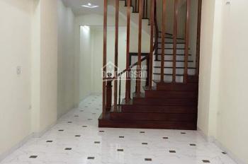 Cho thuê căn nhà ngõ 2 đường Hoàng Quốc Việt. Diện tích 50m2 x 5 tầng, ngõ rộng ô tô đậu cửa