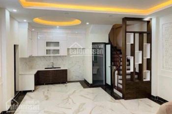 Cho thuê nhà mới xây trong ngõ 50 đường Võng Thị, Tây Hồ, diện tích 35m2 x 5 tầng, 3 phòng ngủ đẹp