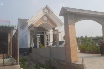 Bán nhà vườn mái Thái 22*100m Hựu Thạnh, giá 4,5 tỷ. Liên hệ Bình