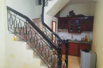 Cho thuê nhà 3 tầng, 28m2, Bạch Mai, 2PN, 2ĐH, 3WC, bếp gỗ, giá 5.5 triệu/th, A Sơn 0934685658
