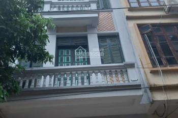 Cho thuê căn nhà riêng ngõ 55 phố Đỗ Quang. Diện tích 40m2 x 4 tầng, 2 phòng/ tầng, 12 triệu/tháng