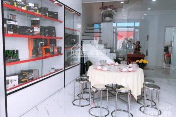 Bán nhà 3 lầu, giá 7,3 tỷ, đường Nguyễn Thị Định rẽ vào, quận 2. LH: 0902126677