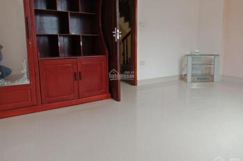 Cho thuê nhà riêng tại ngõ 26 Tư Đình, 65m2 xây 5 tầng 1 tum, 6 phòng ngủ giá 12 triệu/tháng