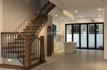Cần cho thuê gấp nhà phố hoàn thiện đẹp, giá chỉ 25tr/th, LH: 0902446185