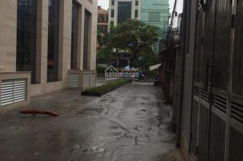 Bán nhà phân lô cách mặt phố Hoàng Quốc Việt 20m2, 3 mặt tiền, ô tô đỗ cổng, XD 4 tầng. Giá 13,5 tỷ