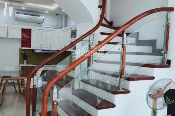 Cho thuê nhà 5 tầng đẹp, ô tô đỗ cửa, chỉ 12 triệu/ tháng. Đường Kim Giang