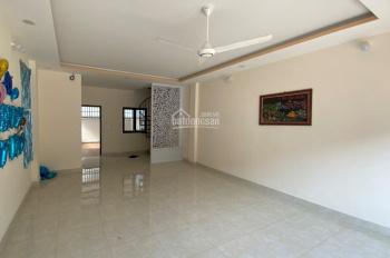 Cho thuê nhà nguyên căn mới xây 1 trệt 1 lầu, sân trước 3m, sân sau 2m. Liên hệ: Mr Văn 0931330855