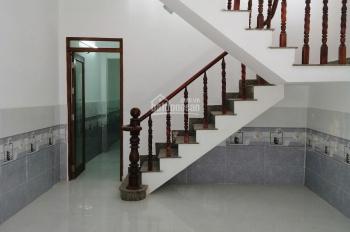 Chủ cần bán gấp nhà đúc 1 lầu đường Trịnh Thị Miếng, Hóc Môn, diện tích 4x15m, hẻm xe hơi, giá 1.7