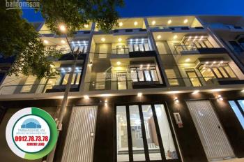 Cần bán nhà chính chủ mặt phố đường Huỳnh Tấn Phát, Quận 7, 3 lầu, giá 5.5 tỷ