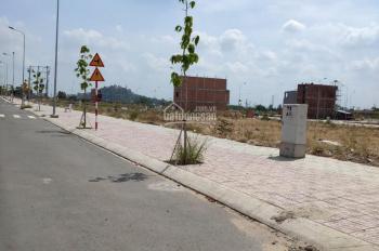 Cần bán gấp 3 lô đất, MT đường Lê Văn Việt Q9, gần bệnh viện, XDTD, SHR, giá 1,7 tỷ, LH: 0939943250