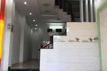Cần cho thuê nhà phố tiện để ở, làm văn phòng. Đường Hà Huy Giáp liền kề ngã 4 Ga, Q12