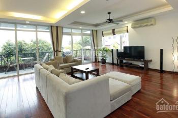 Cho thuê căn hộ 4 phòng ngủ, ở Tây Hồ, nội thất đẹp, ô tô đỗ cửa