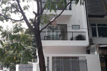 Cần bán nhà phân lô góc Trung Hòa-Nhân Chính, xây 4 tầng, có thang máy, kinh doanh tốt 150 triệu/m2