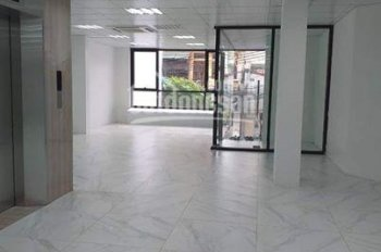 Cho thuê sàn văn phòng mặt phố 61 Nguyễn Khang, 90m2 có thang máy