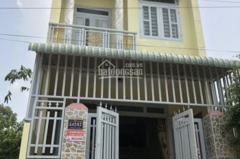 Tôi cần bán nhà ngay trung tâm thị trấn Hóc Môn, DT 80m2, giá 1.3 tỷ sổ hồng riêng