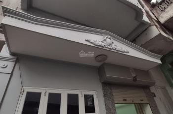 Bán nhà phố Nguyễn Hữu Tuệ, 39m2 x 2,5 tầng, ô tô đỗ cổng