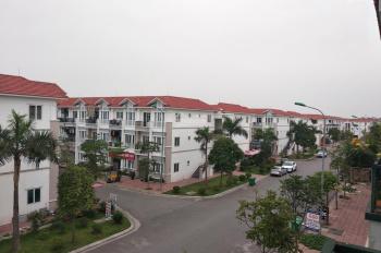 Cho thuê full đồ tầng 2 diện tích 45m2, LH 0796773883