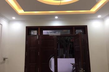 Bán nhà Chu Huy Mân Sài Đồng. 30m2 5 tầng oto đỗ cửa giá 2.3 tỷ