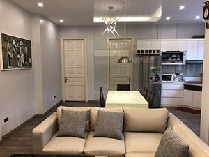 Cho thuê căn hộ 27 Lê Thánh Tông, Hoàn Kiếm, 80m2, 2pn, đủ đồ, nhận nhà ngay 0984250719