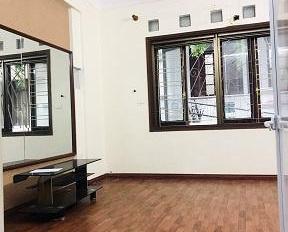 Cho thuê nhà Vũ Hữu, 55m2 x 5 tầng, 15 triệu/th, ô tô đỗ cửa, tiện VP kinh doanh