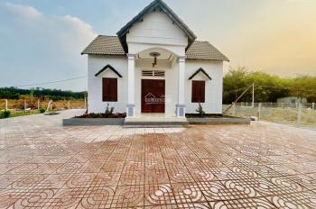 Bán nhà đẹp mặt tiền Cao Bá Quát, thị trấn Chơn Thành, Bình Phước. Diện tích 800m2