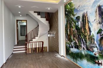 Bán nhà phân lô có vỉa hè ở tại 102 Hoàng Đạo Thành, Quận Thanh Xuân, 43m2 x 5 tầng, có gara ô tô