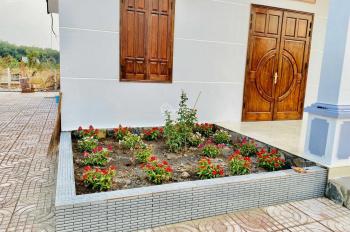 Kẹt tiền cần bán gấp nhà đất 20x40m, tặng kèm nhà mái Thái đẹp cực kì MT Cao Bá Quát, 0938511385