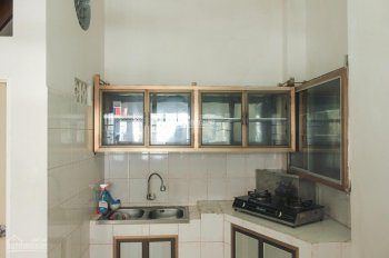 Cho thuê nhà nguyên căn hẻm 327/2 CMT8, P12, Q10, Tp.HCM. Giá 10 triệu/tháng