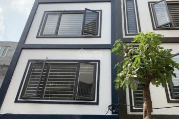 Chính chủ bán căn nhà 30m2 5 tầng xây mới ngõ 79 đường Cầu Giấy Hà Nội.