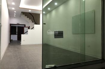 Cho thuê nhà 5 tầng trong ngõ 59 phố Hoàng Cầu, diện tích 55m2 x 5 tầng, giá thuê 17 tr/tháng
