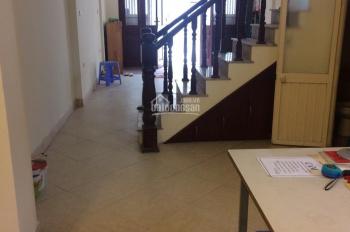 Cho thuê nhà 4 tầng tại ngõ 121 phố Chùa Láng, diện tích 54m2 x 4 tầng, ngõ ô tô tải đỗ cửa tốt