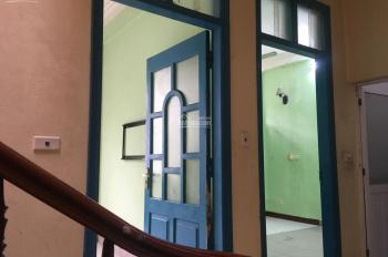 Gia đình định cư bên phố cổ không có nhu cầu sử dụng nhà 4 tầng cũ tại tổ 6, phường Thượng Thanh