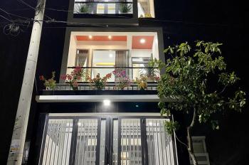Tôi cần bán nhà 3 lầu mới đẹp đường Lê Văn Chí, Linh Trung, Thủ Đức (hướng Nam, DT 94m2)
