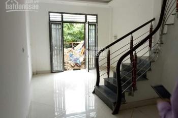 Nhà 3 tầng xây mới, ô tô đỗ cửa, DT 32 m2 gần Trạm bơm Yên Nghĩa, giá 1.3 tỷ