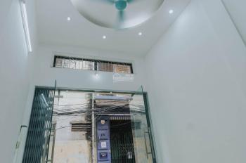 Chính chủ cho thuê nhà riêng đầu ngõ 142 Nguyễn Ngọc Nại, 3 tầng giá 7tr/tháng