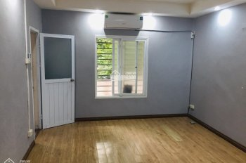 Chính chủ cho thuê căn hộ tập thể Hào Nam, 60m2, 2PN, giá 5 tr/tháng. LH: 0914.838.353