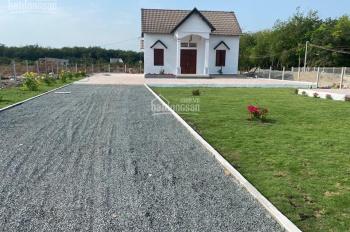 Bán nhà đất tặng căn nhà trên đường Cao Bá Quát mặt tiền hơn 20m, TT Chơn Thành. LH 0908989238 Dung