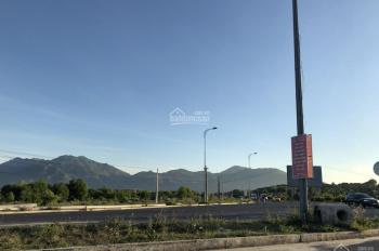 Bán cặp đất Golden Bay gần quảng trường D17 - 25 - TB bán 25tr/m2 Cam Lâm Khánh Hoà LH 0913382979