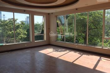 Cho thuê nhà MP Nguyễn Du, Hai Bà Trưng, 120m2 x 7T, MT 12m thông sàn, thang máy, view hồ Hale